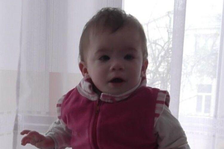 Маленькій Оленці з Нововолинська потрібна сім'я