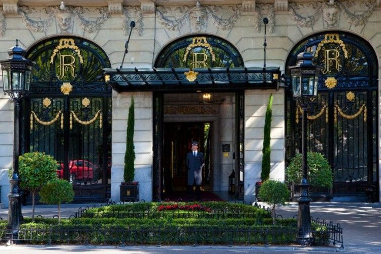 У Франції невідомі з сокирами пограбували готель на понад 4 мільйони євро