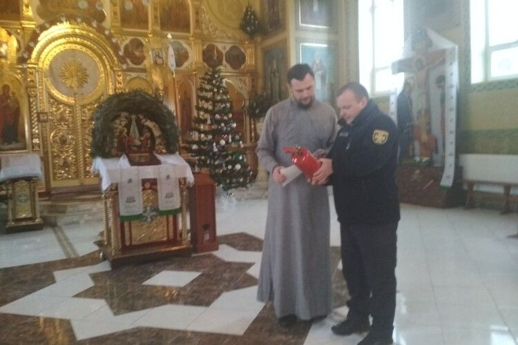 На Любешівщині рятувальники провели інструктажі зі священиками