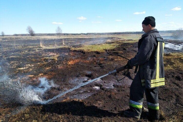 У Шацькому районі добу гасили пожежу на торф'янику