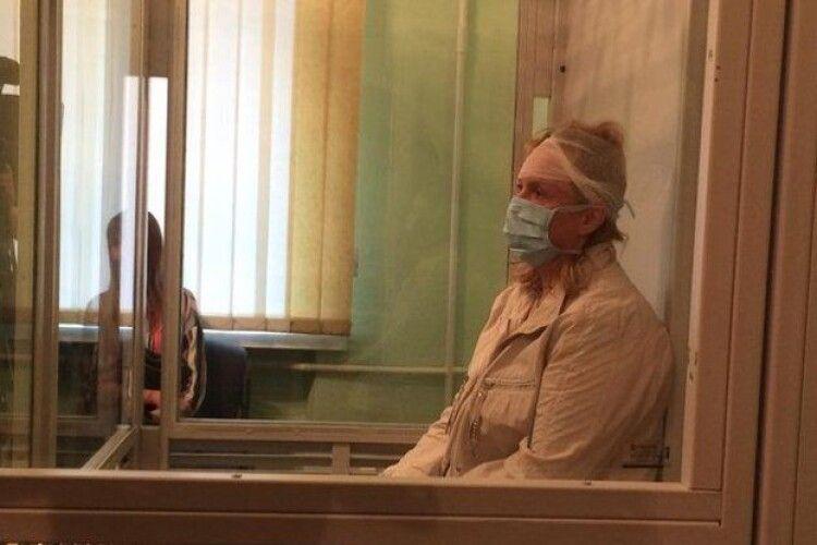 Експертиза визнала неосудною рівнянку, яку звинувачують у вбивстві чоловіка і пораненні доньки