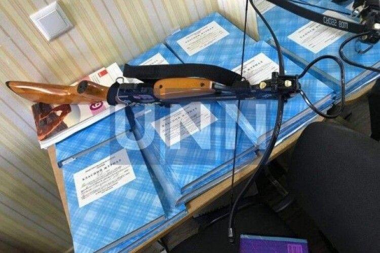 Стрілянина у школі в Полтаві: жінка поранила вчителів