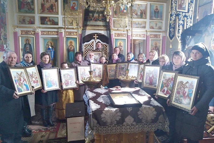 На честь Великодня вишили 14 ікон — хресну дорогу Ісуса Христа