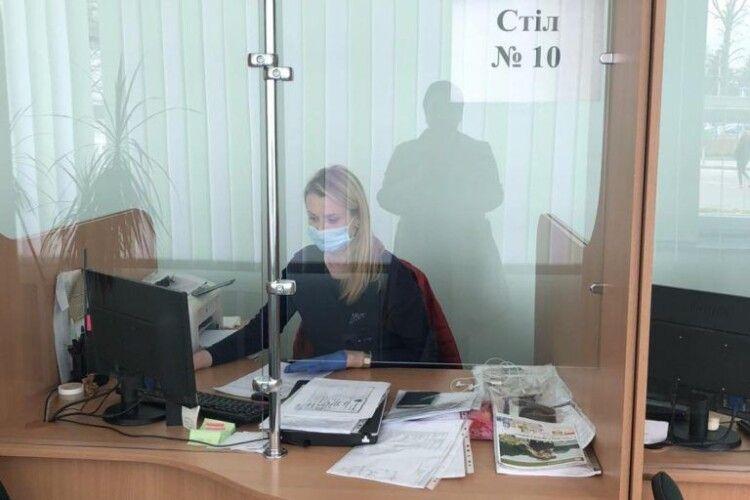 Сервісні центри Волині продовжують роботу в умовах карантину