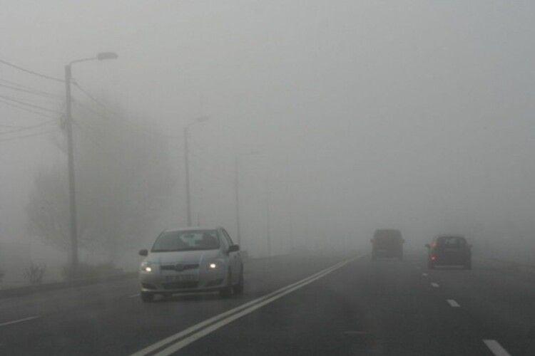 Волинських водіїв застерігають: на дорозі туман і ожеледиця