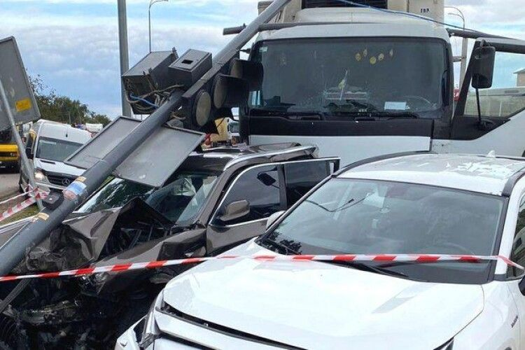 Водій вантажівки заснув за кермом: у поліції назвали основну версію смертельної ДТП біля Рівного (Відео)