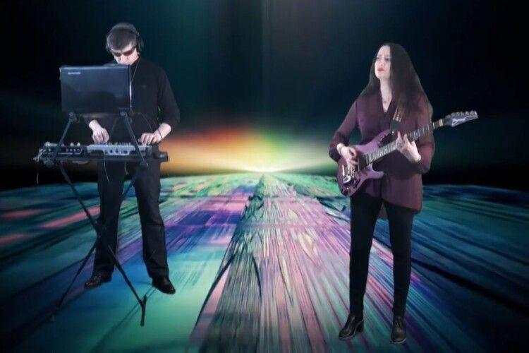 Волинська скрипалька презентувала... філософську рок-композицію (Відео)