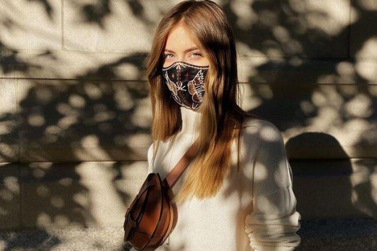 Онучка Софії Ротару ходить у найдорожчій масці – за 6700 гривень