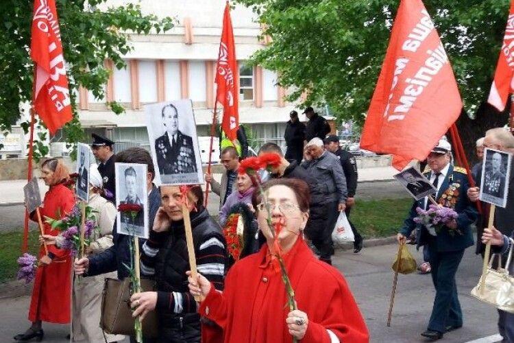 Комуністи 9 травня використали фото «бійця», який насправді не воював