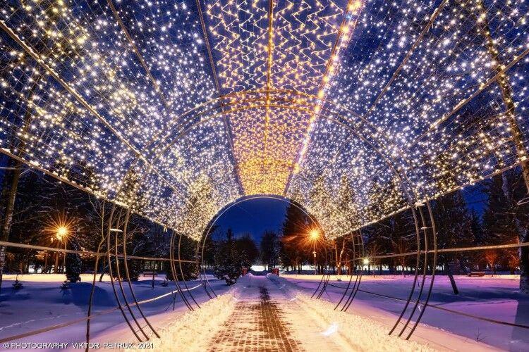 Кольори ночі: зимова казка на світлинах луцького фотографа