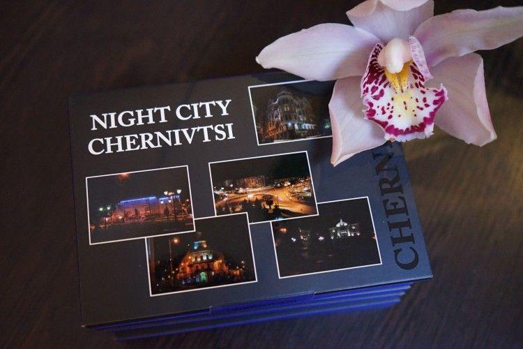 Чернівчанка створила серію поштових листівок нічного міста