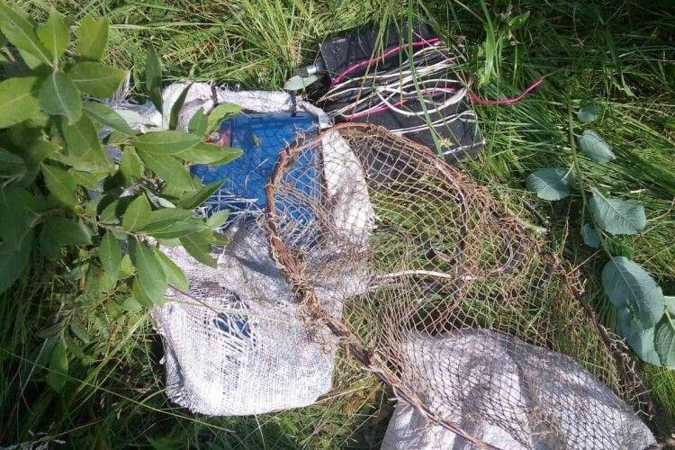 На Волині рибпатруль на березі знайшов електровудку: власник браконьєрського знаряддя дременув
