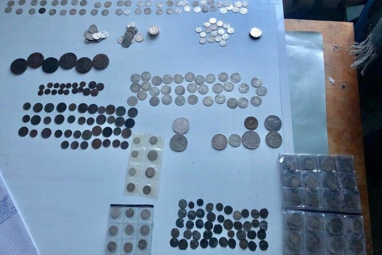 У потязі «Інтерсіті» приховали 400 старовинних монет