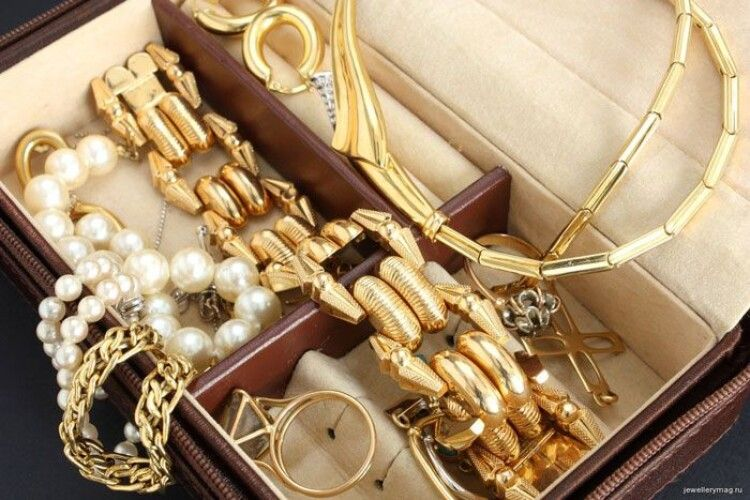 У горохівчанки з хати вкрали золоті прикраси