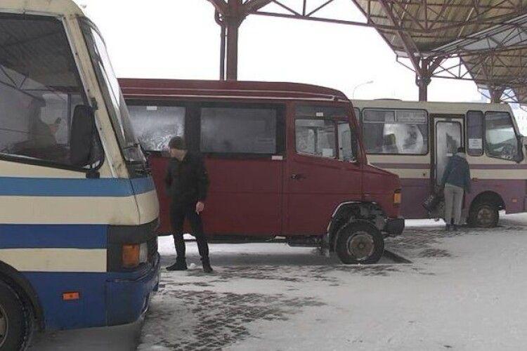 На луцькій автостанції через негоду скасували двадцять рейсів
