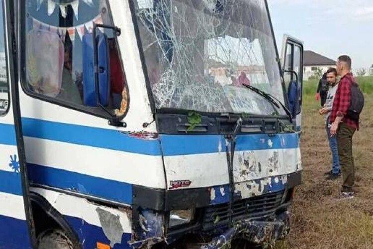 Поблизу Рівного розбилася маршрутка з пасажирами (Фото)