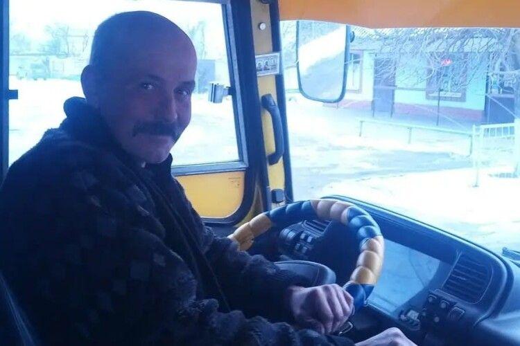 Водій маршрутки школярів-відмінників возить безплатно