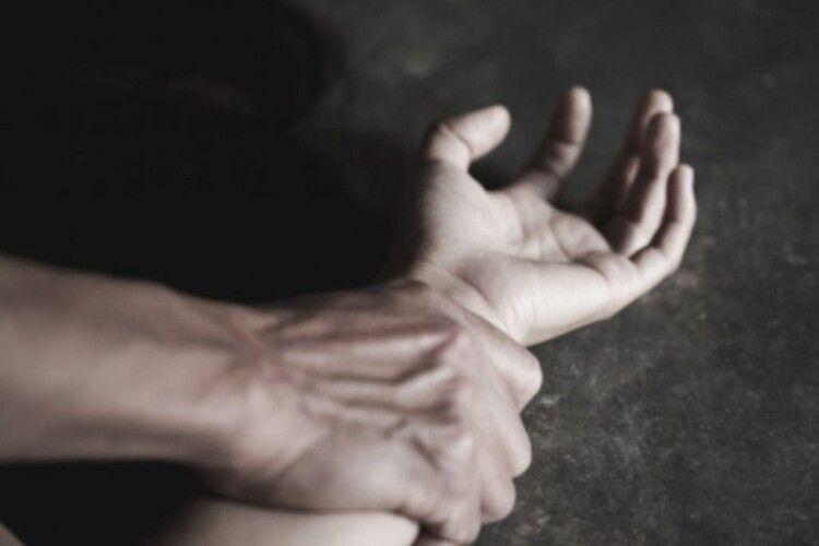 Чоловік ґвалтував неповнолітню сестру своєї дружини