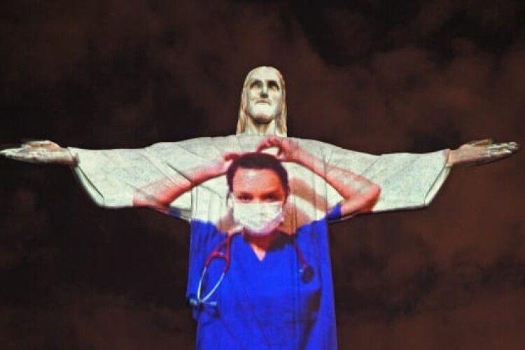 Статуя Христа-Спасителя «стала лікарем» і «закликала» людей по всьому світу залишатися вдома