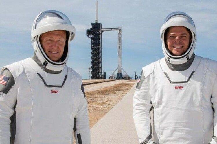 Американські астронавти вже гуляють на борту корабля