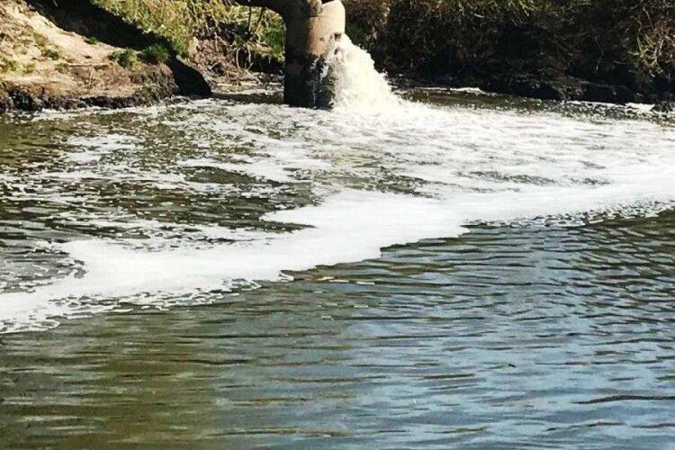 «Луцькводоканал» про брудний Стир: 7 тисяч домогосподарств - без централізованого водовідведення