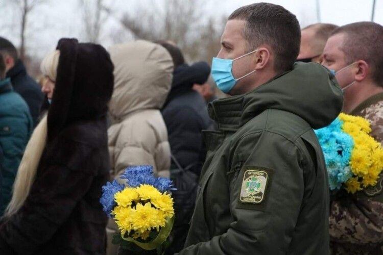 Священники, політики, військові, громадськість: у Луцьку вшанували Героїв Крут (Фото)
