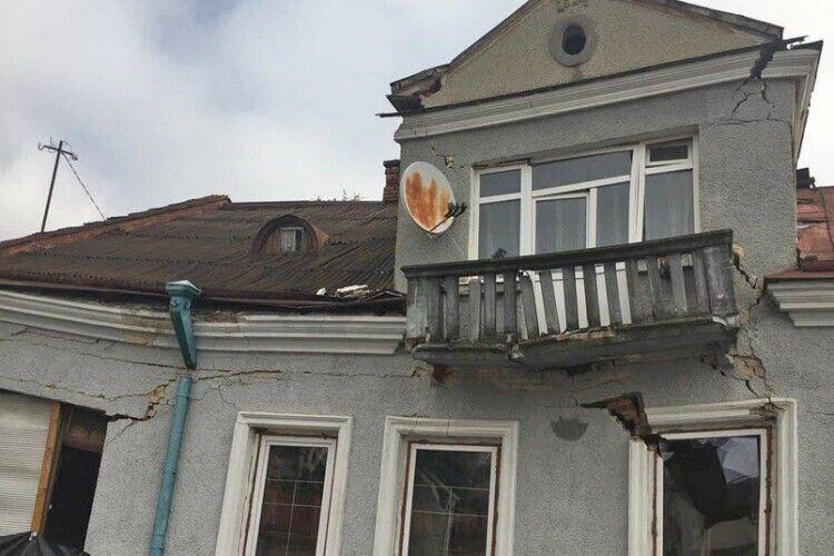 Обвал будинку: мер Володимира-Волинського не знає, коли відкриють проїзд