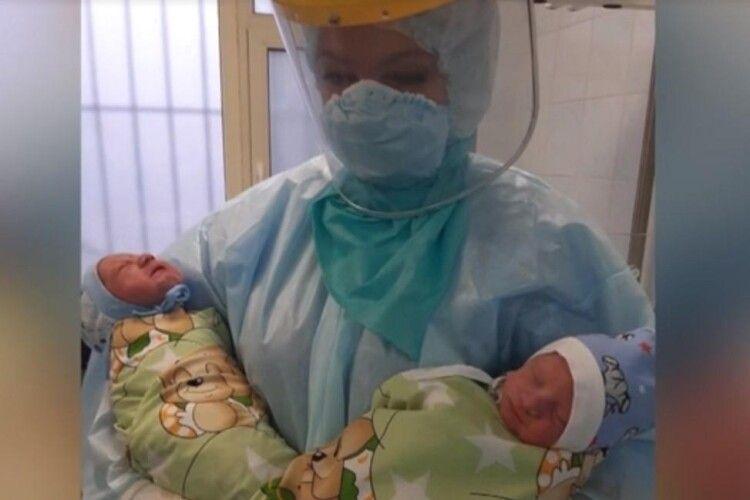 У Дніпрі тяжкохвора на COVID-19 жінка народила двох хлопчиків
