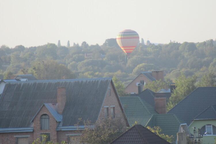 Над Луцьком пролетіла повітряна куля (Фото)