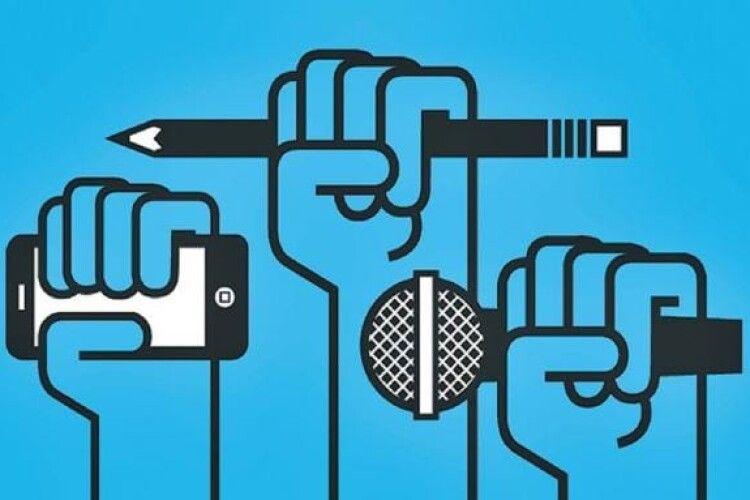 Патріотичні ЗМІ переслідують, а проросійські пропагандисти почуваються вільно. Заява