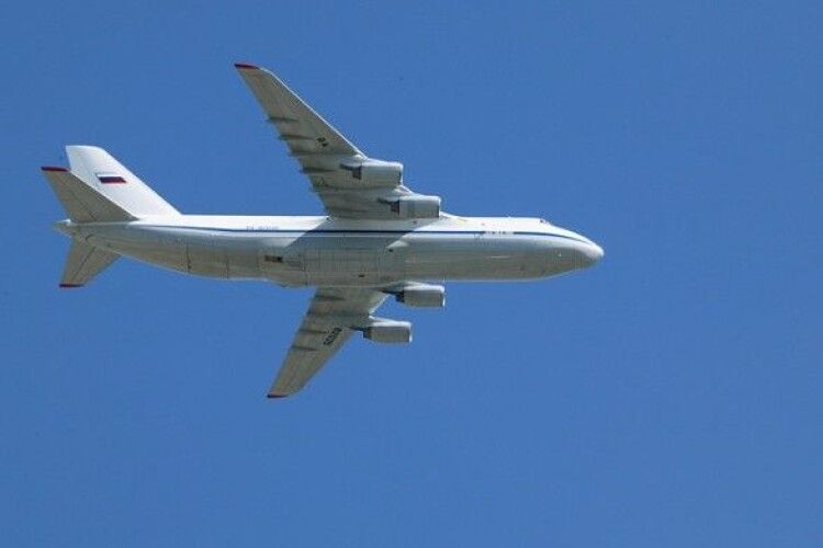 П'яний чоловік погрожував підірвати літак, якщо за три хвилини не зроблять йому кави