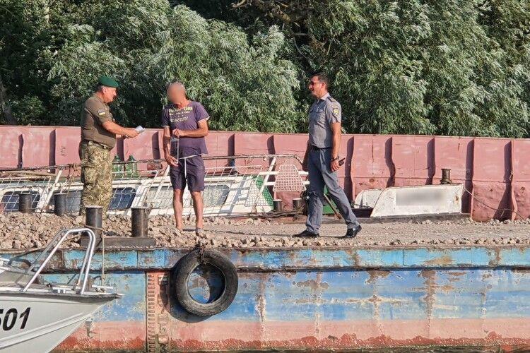 Іржаве румунське корито переплутало гирла Дунаю і порушило державний кордон України
