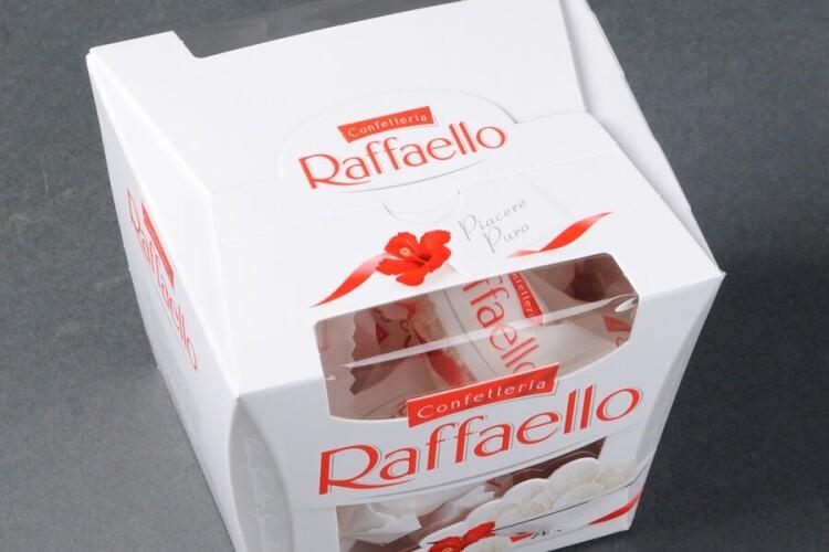 Лучанин відкрито вкрав у «Сім23» коробку «Raffaello», його судили