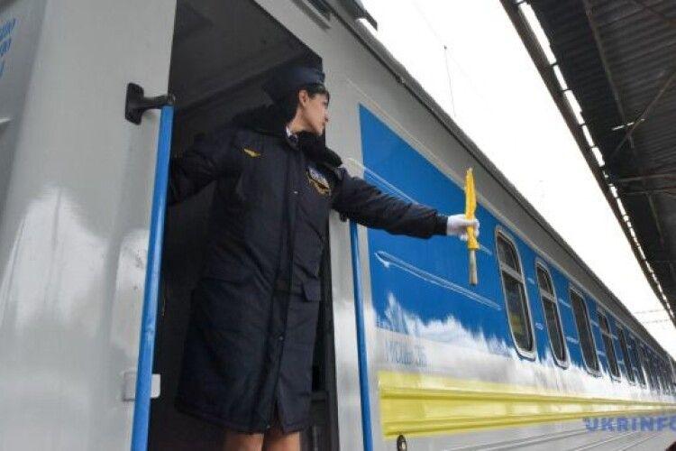 На Прикарпаття - тільки на автотранспорті: з 7 березня поїзди не будуть зупинятись на Франківщині