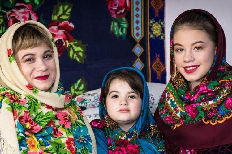 У громаді на Волині показали світлини кількох поколінь мам (Фото)