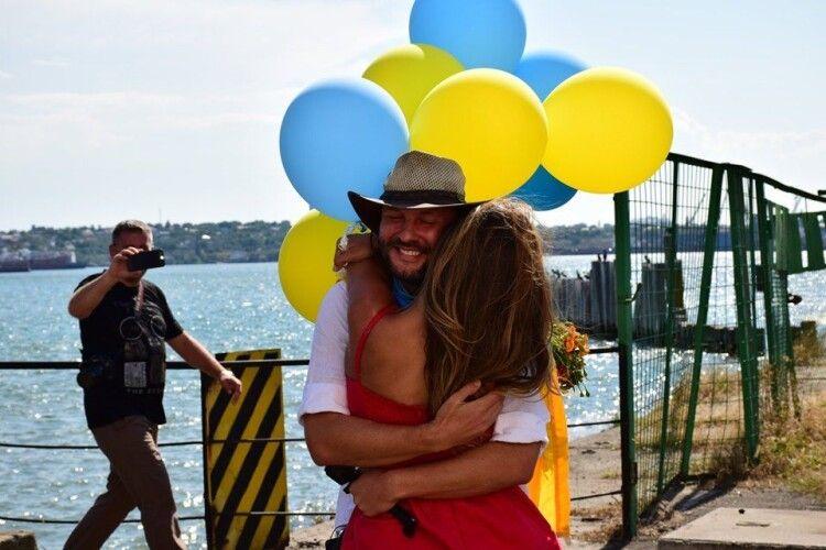 Харківський мандрівник обійшов навколо світу і повернувся у вишиванці та україномовним