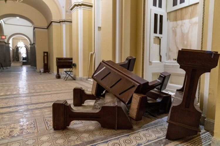 У США чиновники звільняються через напад на Капітолій