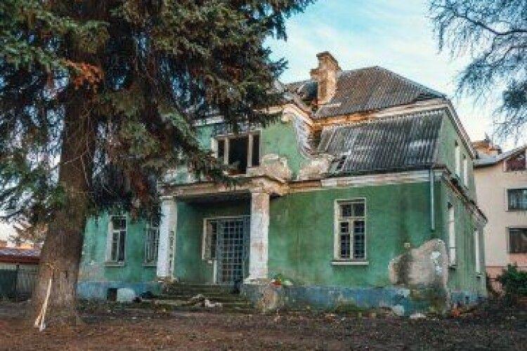 У Луцьку почали розбирати унікальний історичний будинок