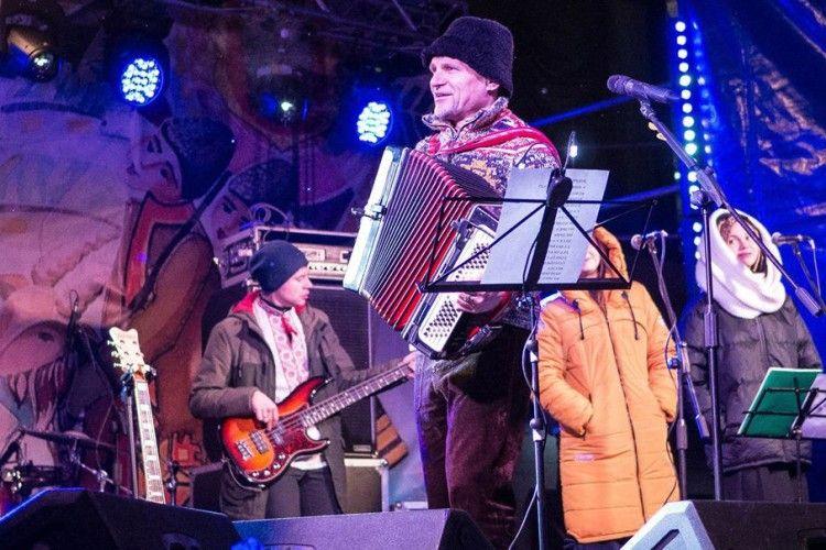 А з волинянами колядував легендарний Олег Скрипка!