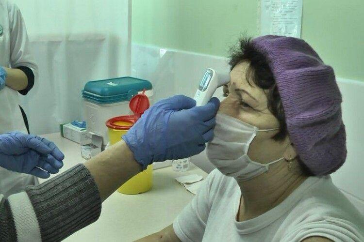 Один день з роботи сільського пункту вакцинації на Волині (Відео)