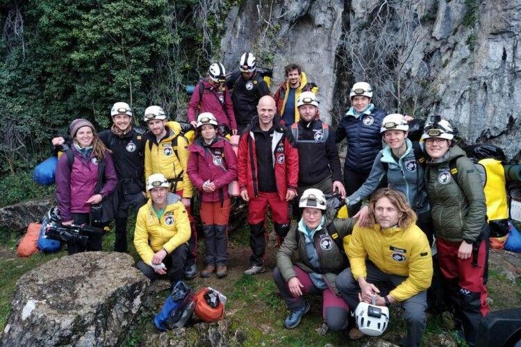 У Франції 15 добровольців проведуть 40 днів у печері без телефонів та годинників