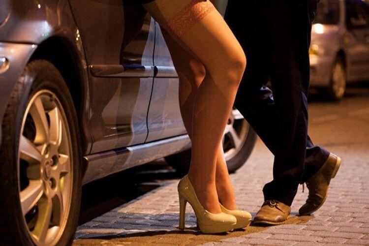 Сутенерку, яка втягувала волинянок в заняття проституцією, можуть посадити на 10 років