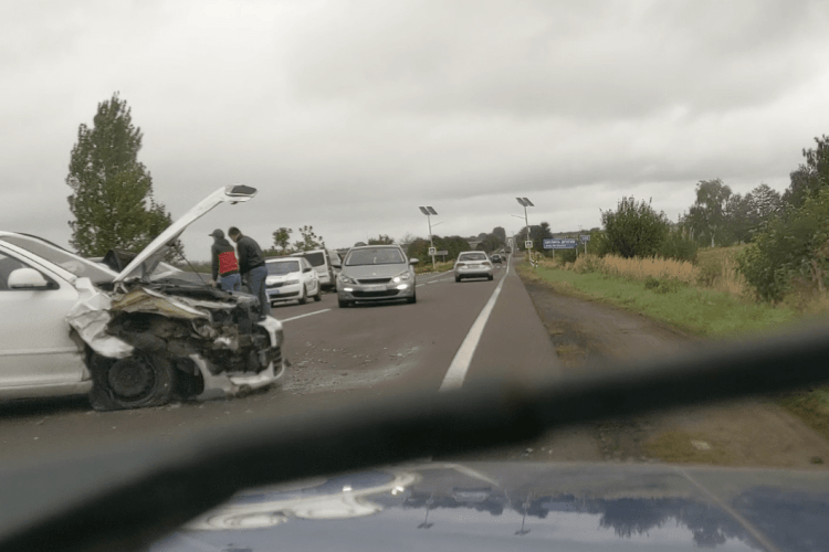 Автівки розтрощені вщент: на трасі Львів–Луцьк сталася страшна аварія (Відео)