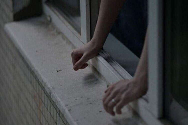 Підліток з Волині, який нещодавно випав з вікна у Рівному, вчинив самогубство