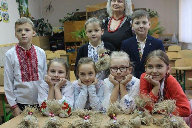 Луцькі четвертокласники нарешті дізналися, звідкіля беруться Лісовики, Водяники та Домовики (фото)