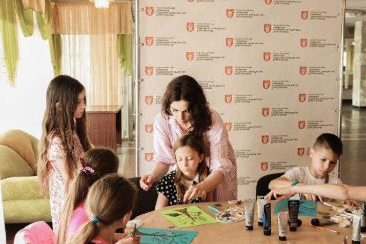 Для діток із волинських родин загиблих в АТО організували майстер-клас з живопису