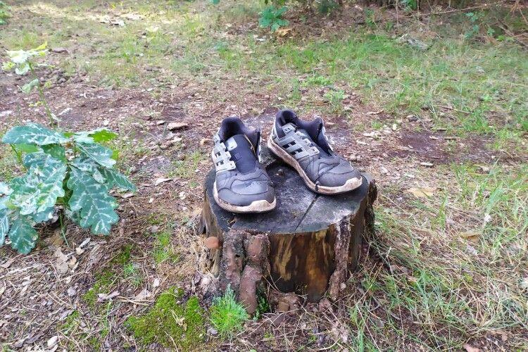У дрімучому волинському лісі від чоловіка лишилися лише кросівки 44-го розміру