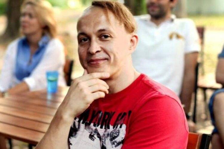 Поет Юрко Космина публічно поглумився над очільницею столичного департаменту освіти