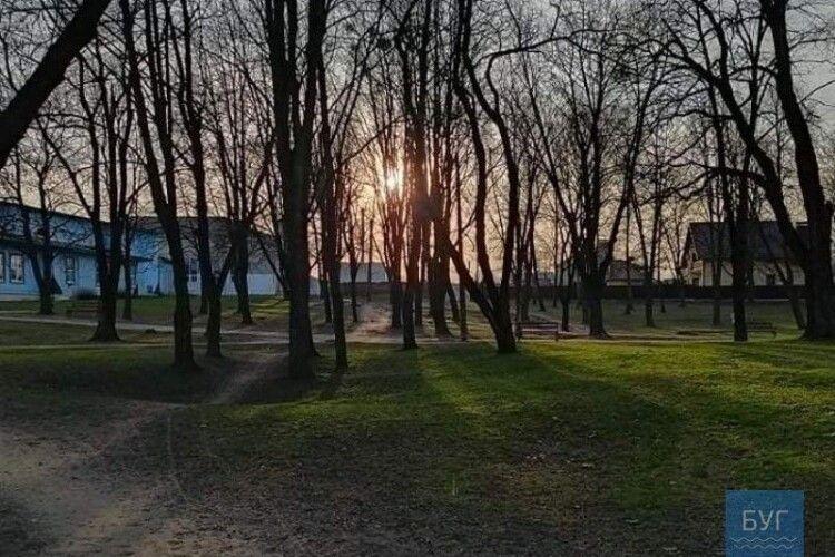 У парку біля школи у знайшли тіло волинянина