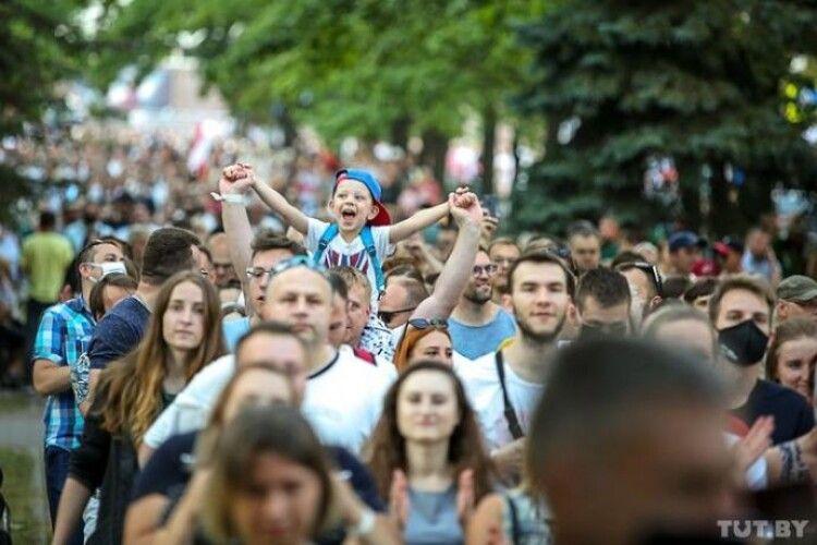 У Мінську затримали діджеїв, які ввімкнули пісню Цоя «Перемен требуют наши серца»